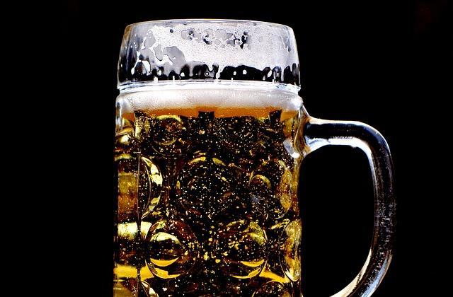 Pulire l'argento con la birra