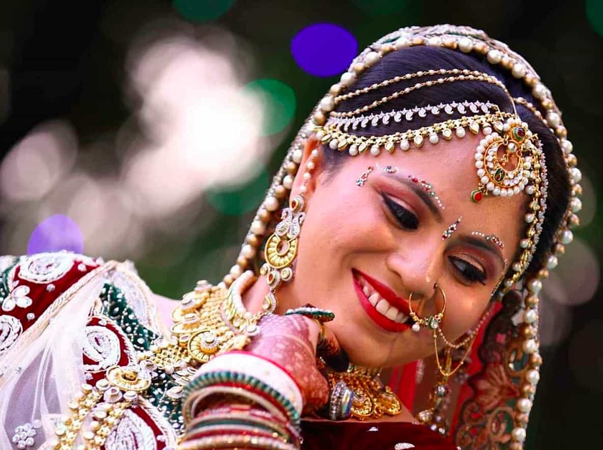 This image has an empty alt attribute; its file name is inidian-bride.jpg