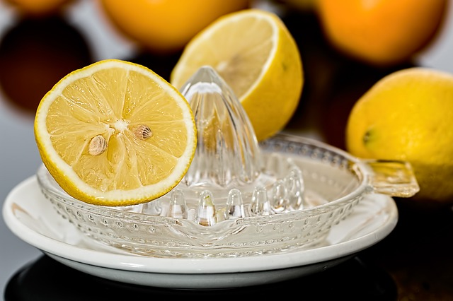 How to clean silver with lemon soda