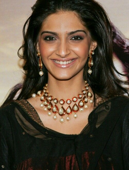 Bollywood actress Sonam Kapoor wearing Kundan set