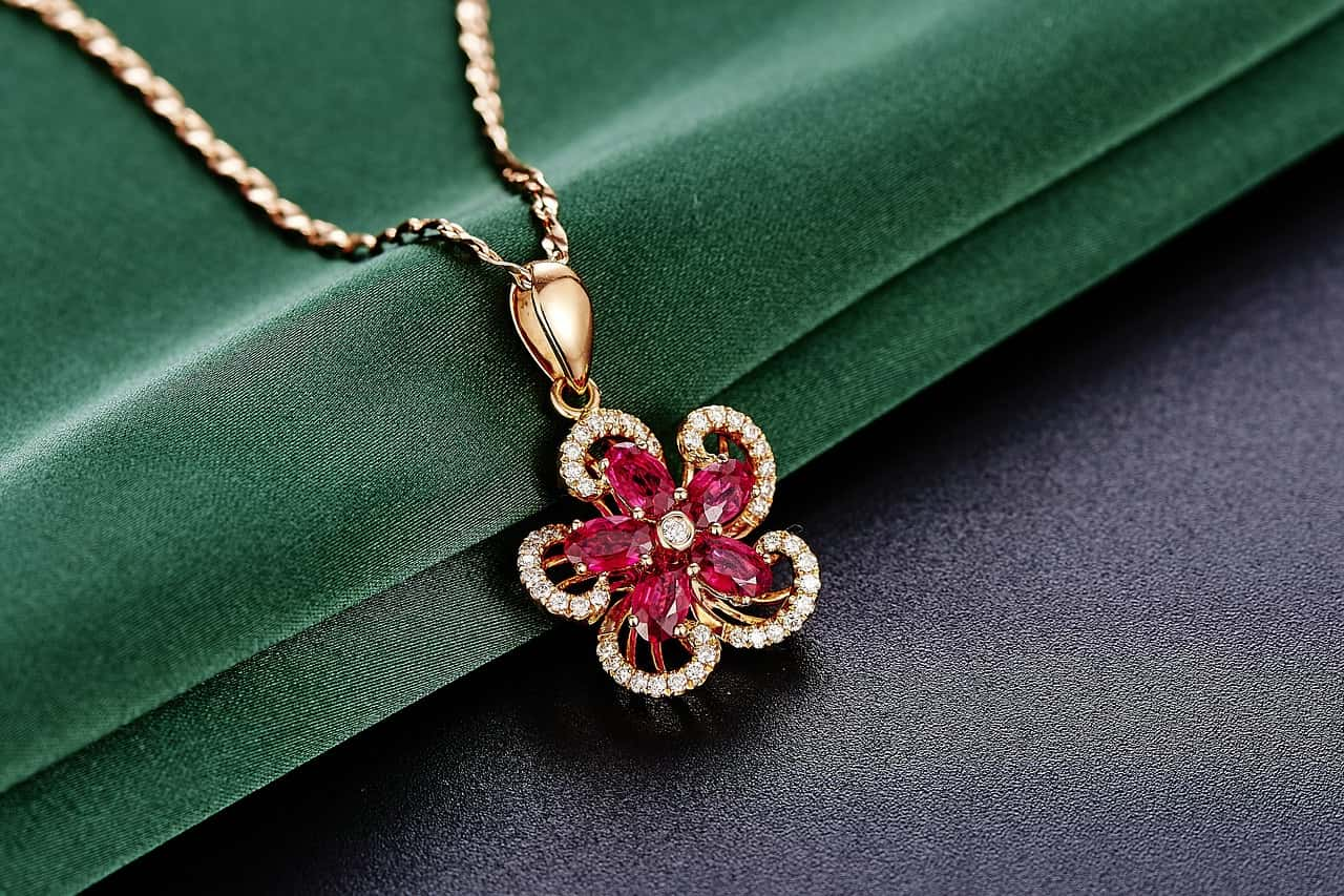Cancer Birthstone is The Glorious Ruby. Know The Benefits
