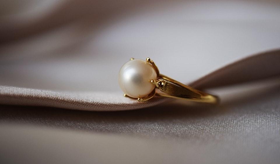 Gemini Birthstone: Pearl. The Lucky Gemstone.