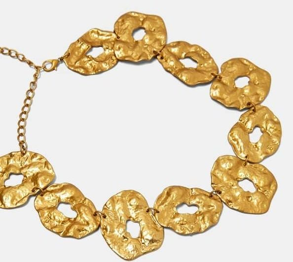 GOLD-TONED NECKLACE