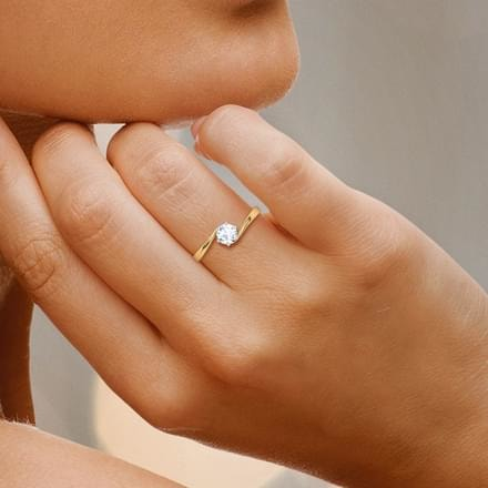 Caratlane Promise Solitaire Ring