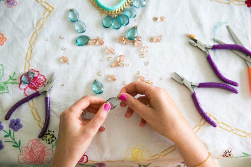 Comment faire des bijoux: Guide d'un débutant pour les bijoux de bricolage