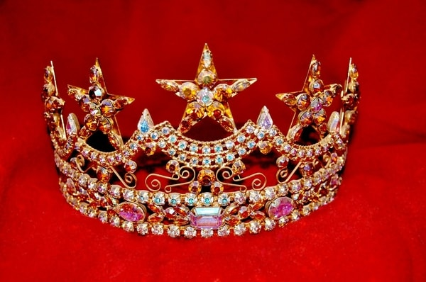 Crown sparkly tiara